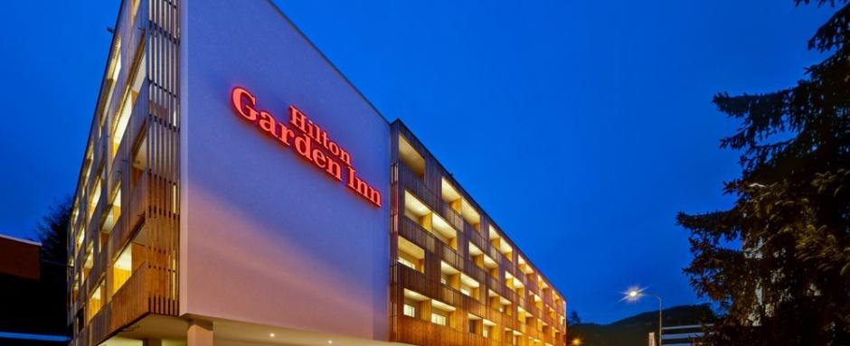 Mega hotel i wysokie zniżki dla dzieci. Zapraszamy na super rodzinny wyjazd. Polskie Szkółki Narciarskie w Szwajcarii i szkolenia narciarskie bez dopłat!