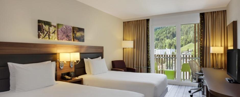 Przykładowy pokój w hotelu Hilto - Polskie Szkółki Narciarskie w Szwajcarii 2021